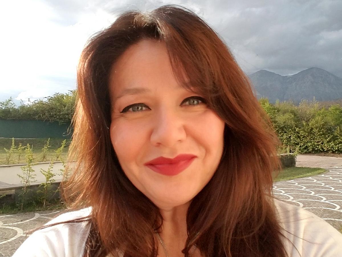Sandra Hormozi, agente di cantanti di Opera